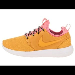NWB NIKE ROSHE 2 SE PINK AND GOLD/YELLOW